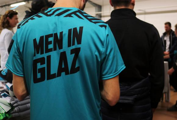 Les Men In Glaz visitent l'atelier de fabrication